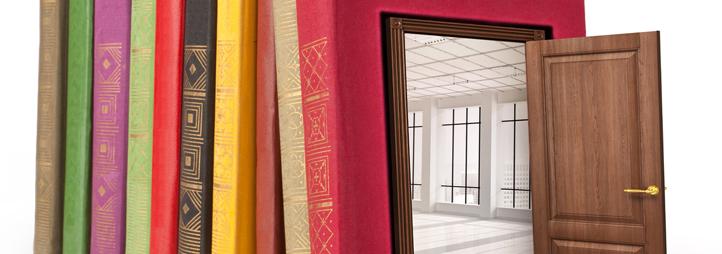 rangée de livres avec une portes qui ouvre dedans