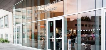 Porte d'entrée du pavillon des Sciences sociales
