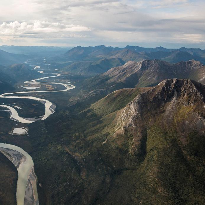Montagnes avec une riviere
