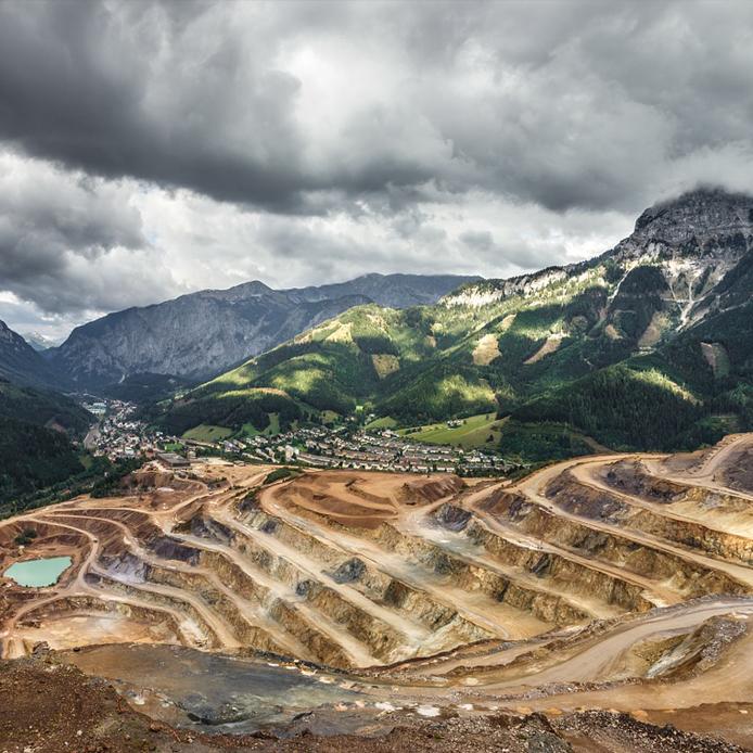 Mine à ciel ouvert en paysage