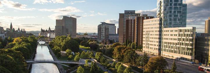 Vue aérienne du canal Rideau et du campus principal de l'Université d'Ottawa