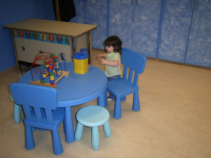 un enfant en train de jouer au Laboratoire du Développement du Langage