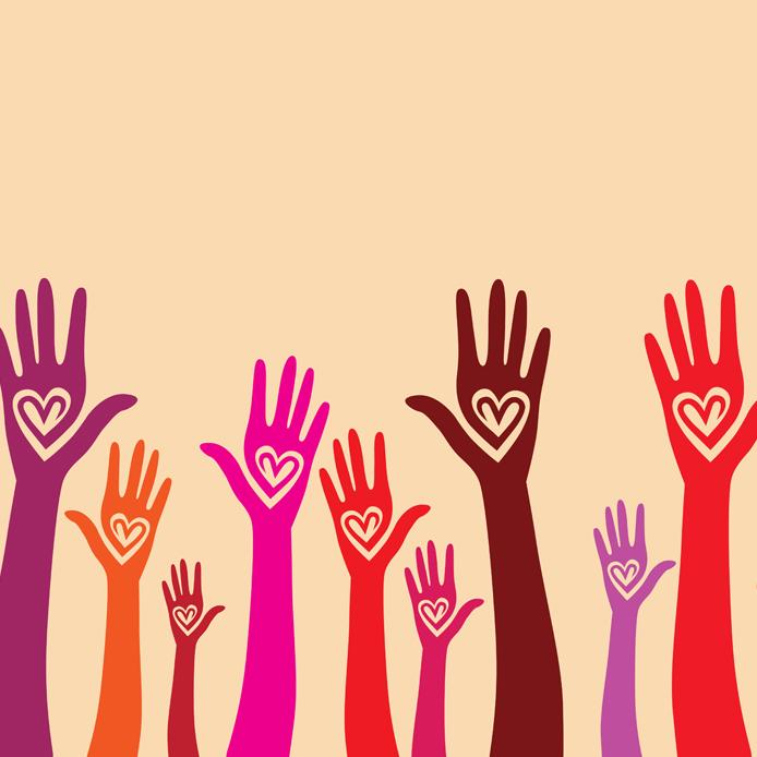 Mains colorées levées, avec paumes en forme de cœur
