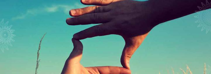 Des mains qui se touchent