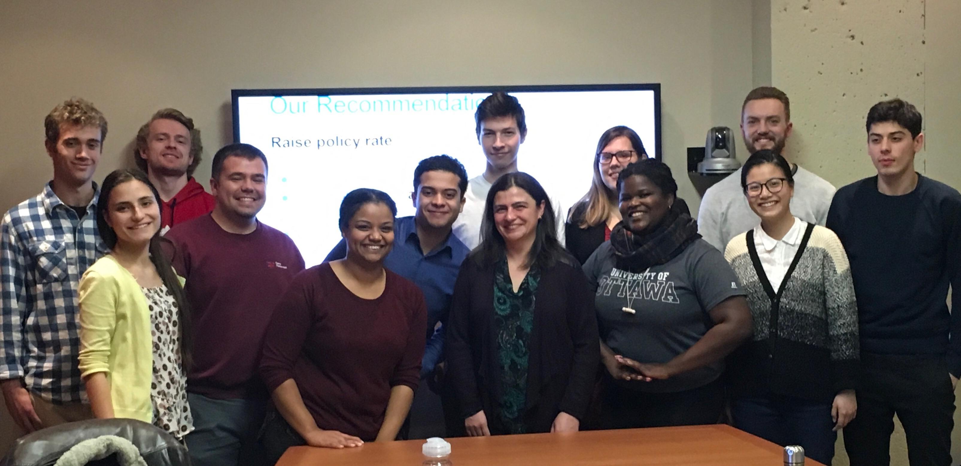 photo de groupe d'étudiants au défi du gouverneur 2018-2019