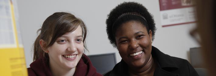 deux femmes qui sourit