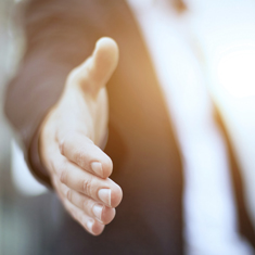 main prête a serré une autre main