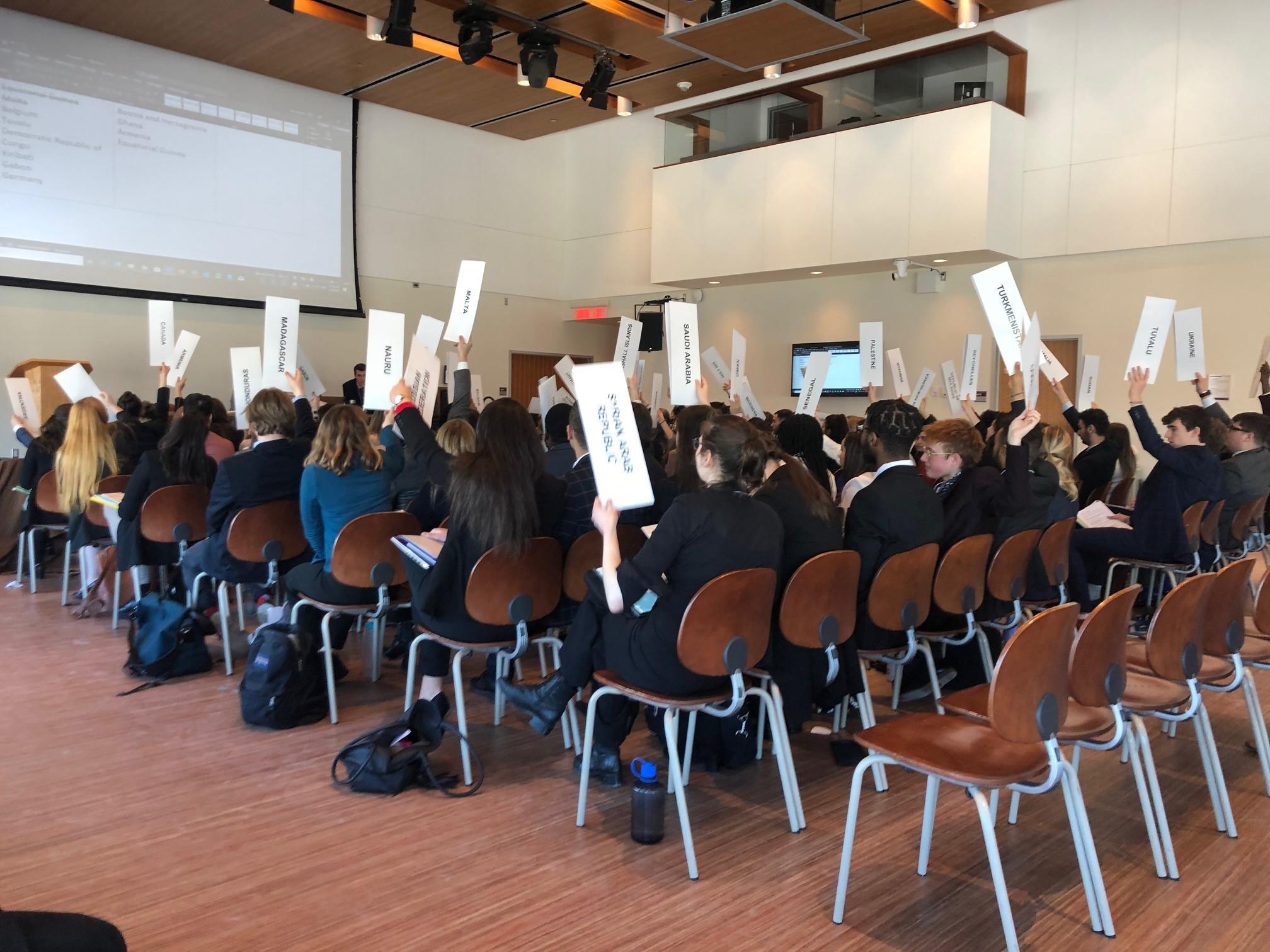 groupe d'étudiants dans une salle de classe