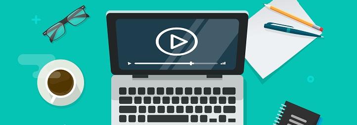 Vue aérienne d'une vidéo jouée sur un écran d'ordinateur.